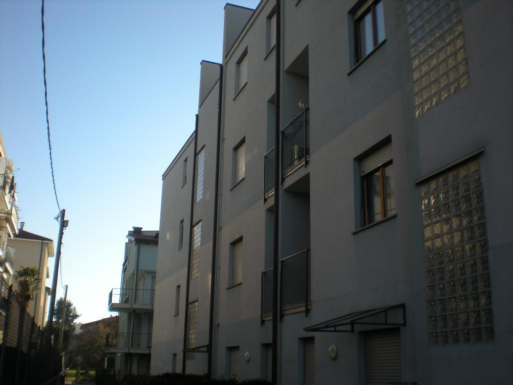Appartamento in affitto a Como, 3 locali, zona Località: Albate, prezzo € 700 | Cambio Casa.it