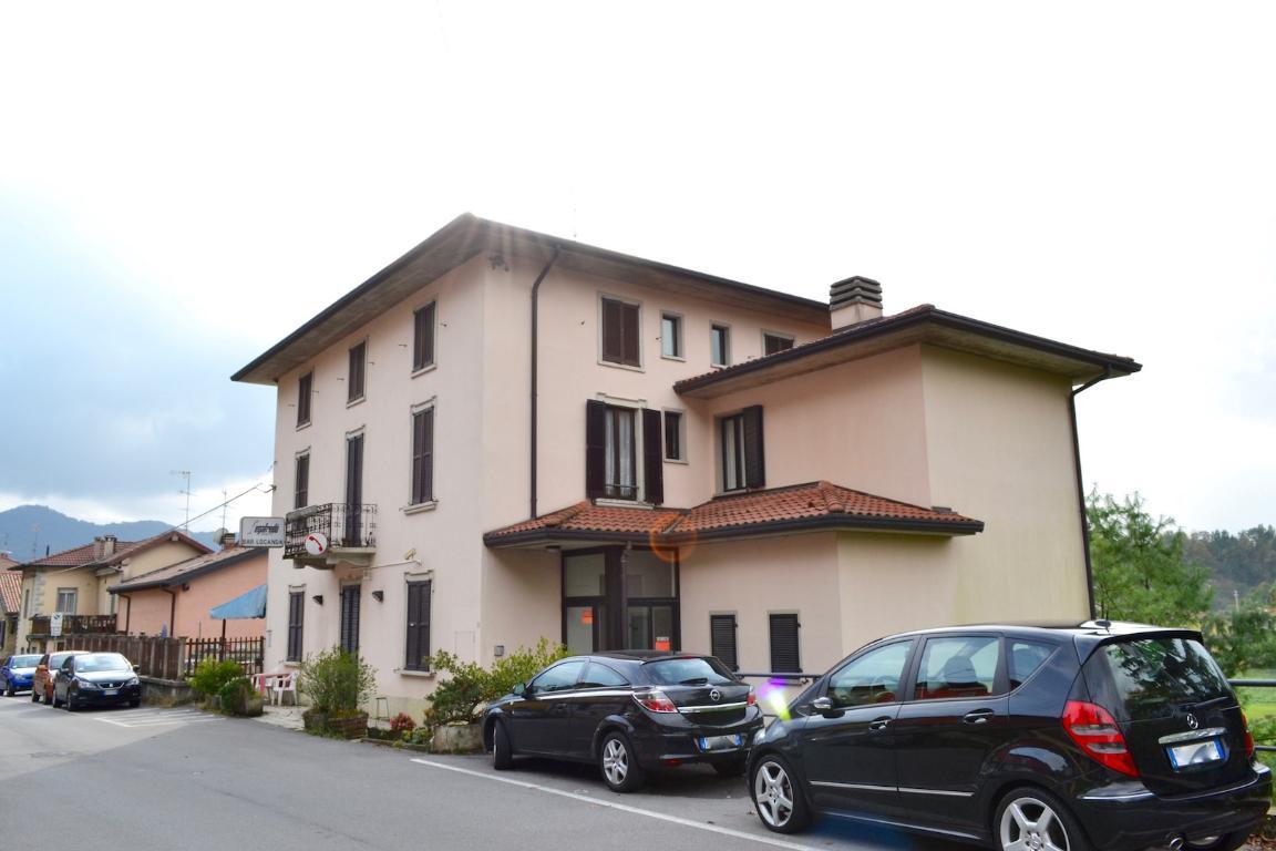 Vendita villa singola Caprino Bergamasco superficie 785m2