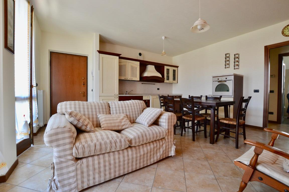 Appartamento in vendita a Caprino Bergamasco, 2 locali, zona Località: S.Antonio, prezzo € 98.000 | CambioCasa.it