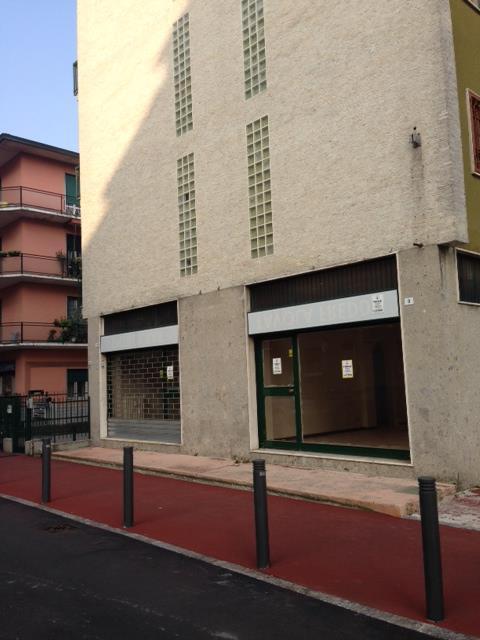 Negozio / Locale in affitto a Cernusco sul Naviglio, 2 locali, zona Località: CENTRO, prezzo € 1.950 | CambioCasa.it