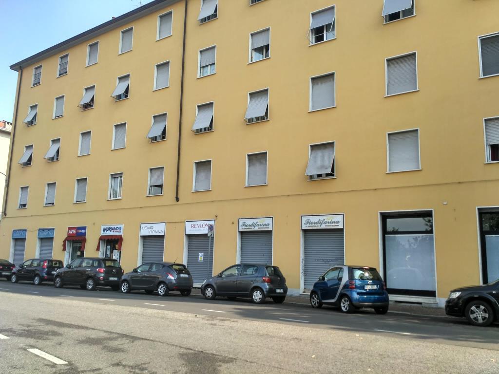 Negozio / Locale in affitto a Monza, 2 locali, zona Località: san giuseppe, prezzo € 750 | CambioCasa.it
