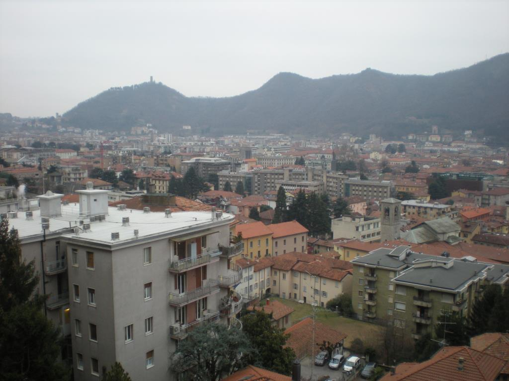 Appartamento in affitto a Como, 3 locali, zona Località: Sopra Via Zezio - molto panoramica, prezzo € 700 | Cambio Casa.it