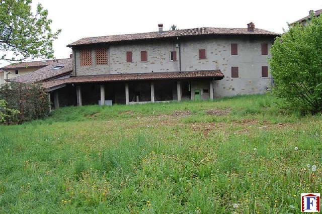 Rustico / Casale in vendita a Palazzago, 10 locali, zona Località: Gromlongo, prezzo € 550.000 | Cambio Casa.it