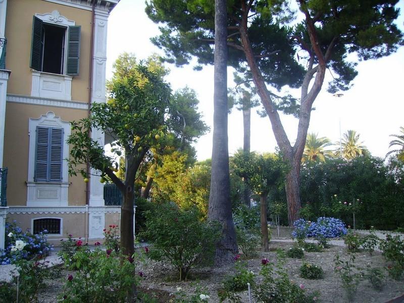 Villa in vendita a Grottammare con giardino