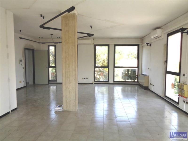 Ufficio / Studio in affitto a Faenza, 2 locali, zona Località: SEMICENTRALE 2, prezzo € 490 | Cambio Casa.it