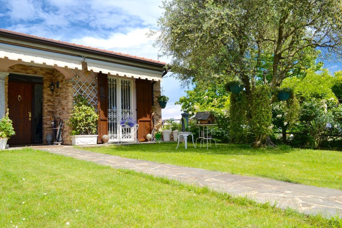 Villa Bifamiliare in vendita a Carvico, 4 locali, Trattative riservate | Cambio Casa.it