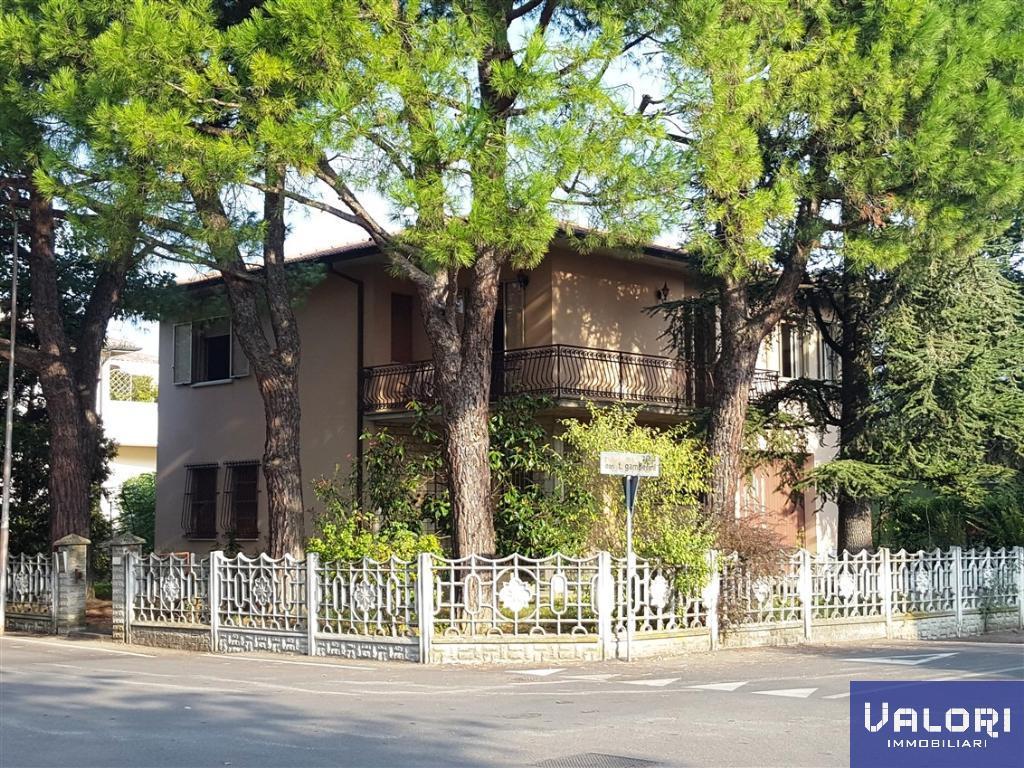 Soluzione Indipendente in vendita a Castel Bolognese, 4 locali, zona Località: CENTRALE, prezzo € 325.000 | CambioCasa.it