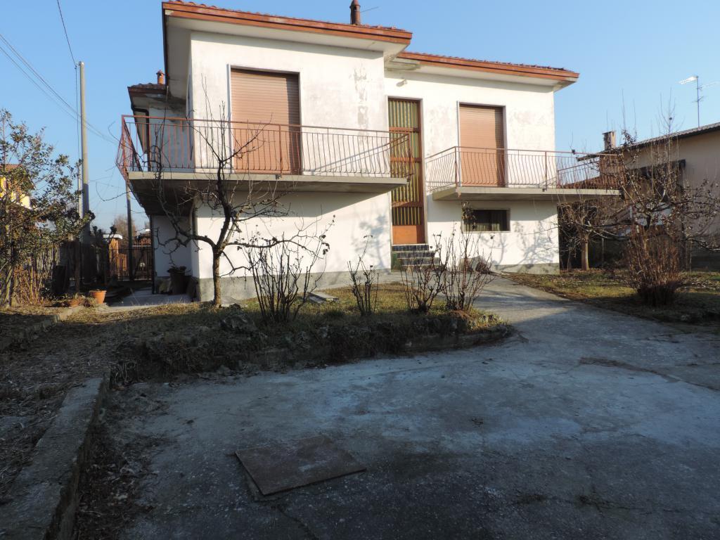 Villa in vendita a Cornate d'Adda, 5 locali, prezzo € 259.000 | Cambio Casa.it