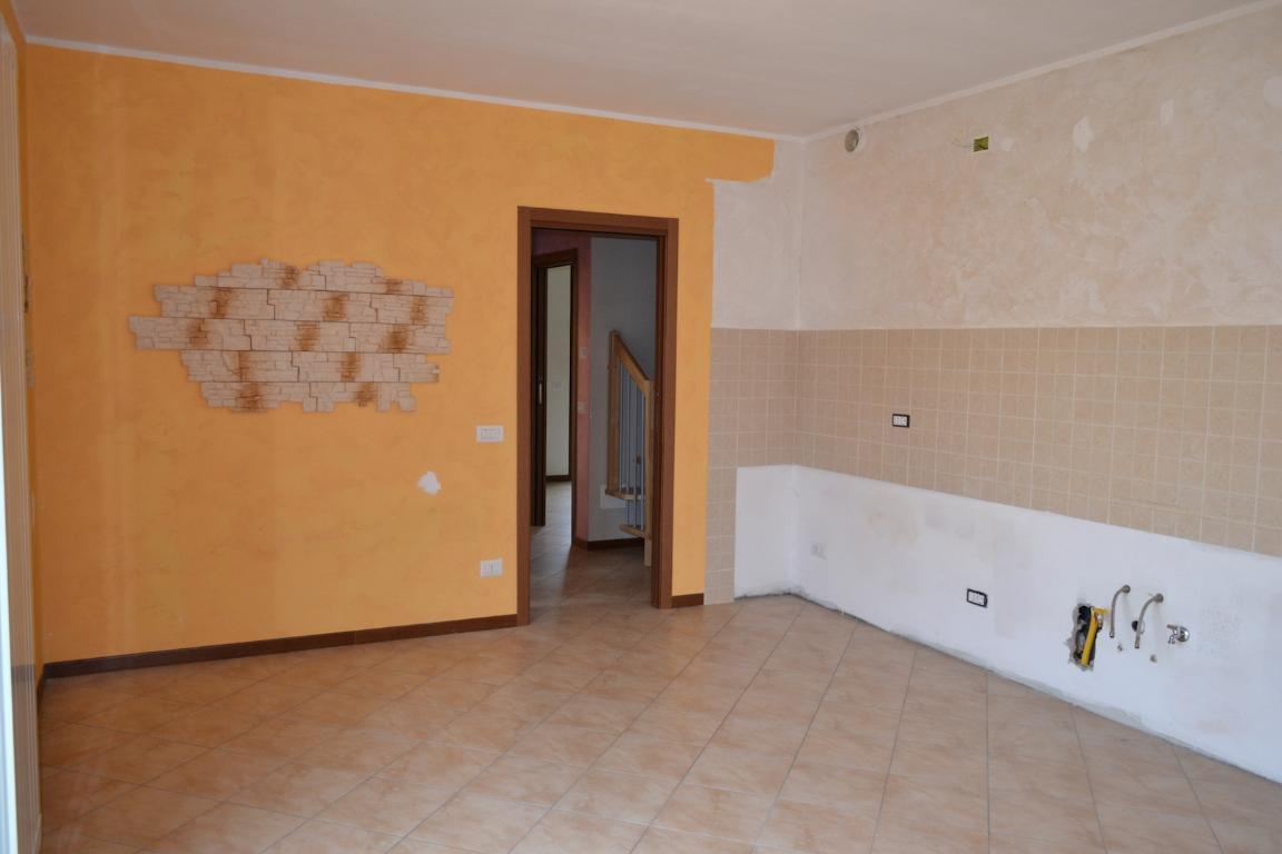 Appartamento in vendita a Calolziocorte, 5 locali, prezzo € 190.000 | Cambio Casa.it