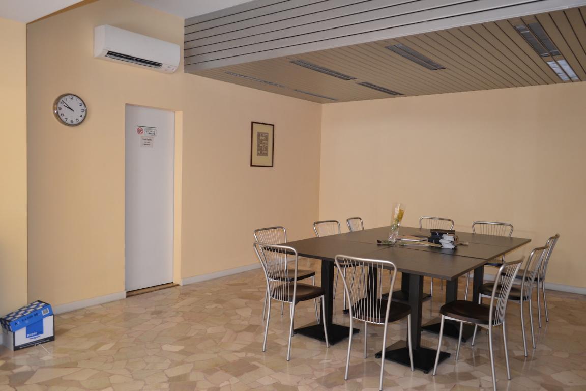 Negozio / Locale in affitto a Cisano Bergamasco, 3 locali, zona Località: Centro, prezzo € 750 | CambioCasa.it