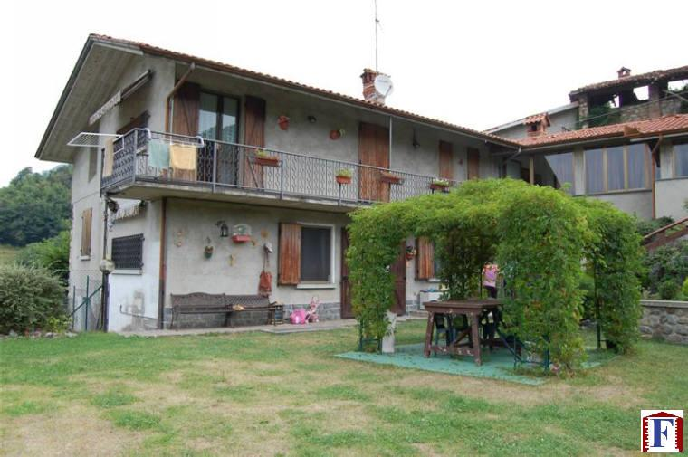 Rustico / Casale in vendita a Caprino Bergamasco, 8 locali, prezzo € 350.000 | CambioCasa.it