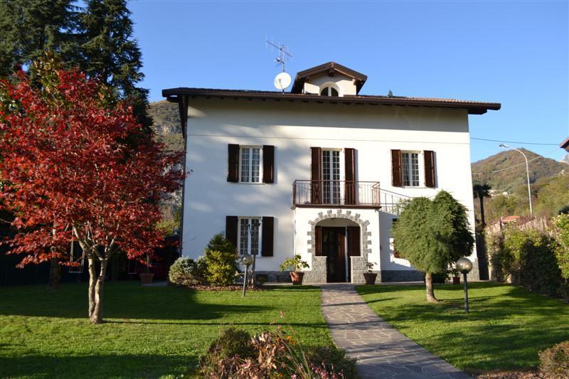 Villa in vendita a Calolziocorte, 5 locali, zona Zona: Rossino, prezzo € 460.000 | Cambiocasa.it