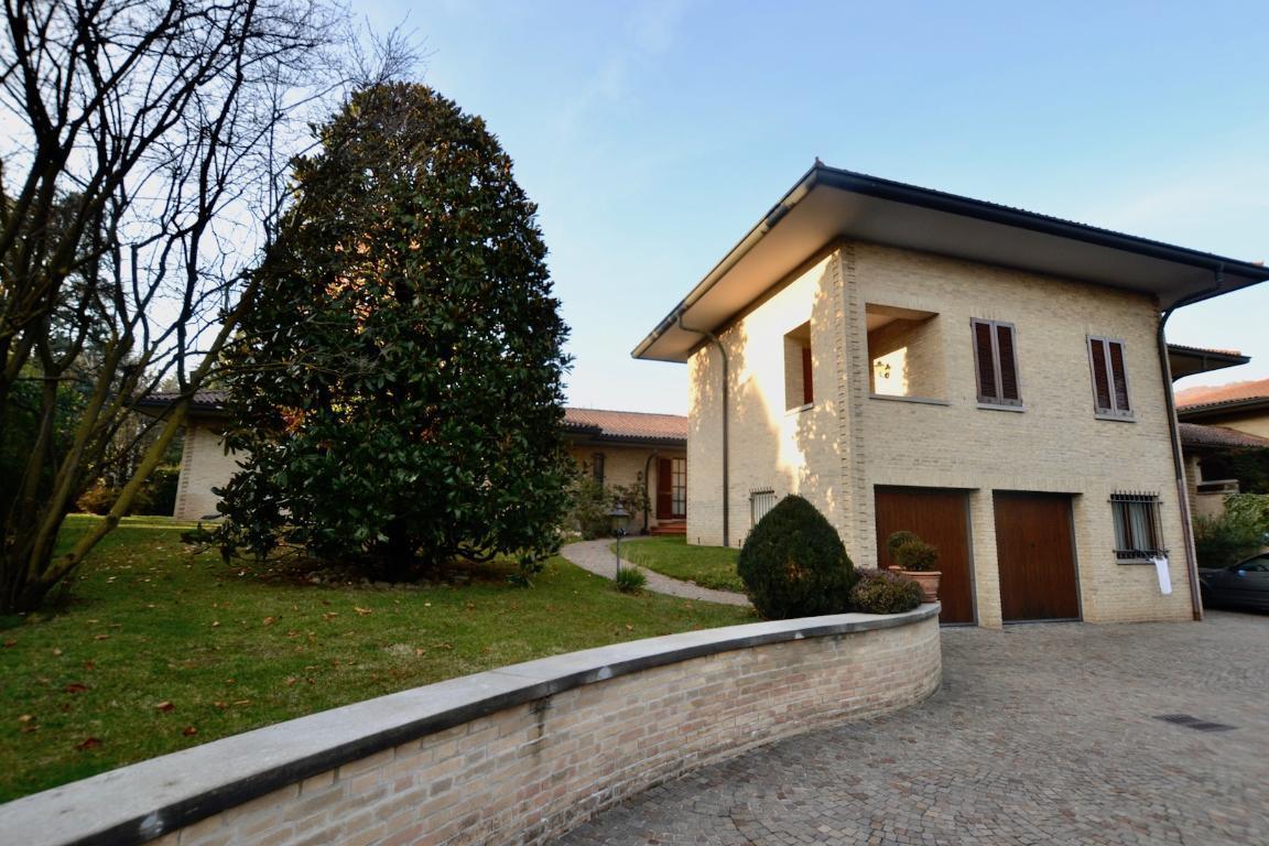 Villa in vendita a Olgiate Molgora, 7 locali, zona Località: centro, Trattative riservate | CambioCasa.it