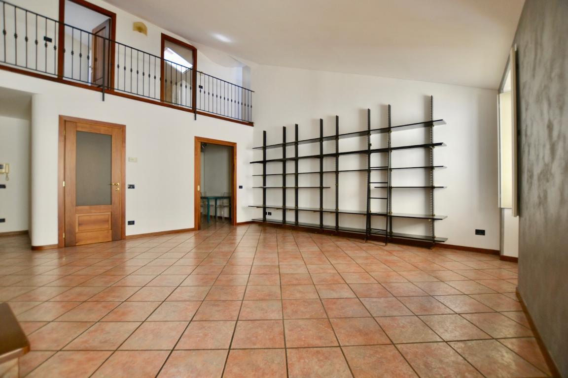 Appartamento in affitto a Brivio, 3 locali, prezzo € 600 | CambioCasa.it