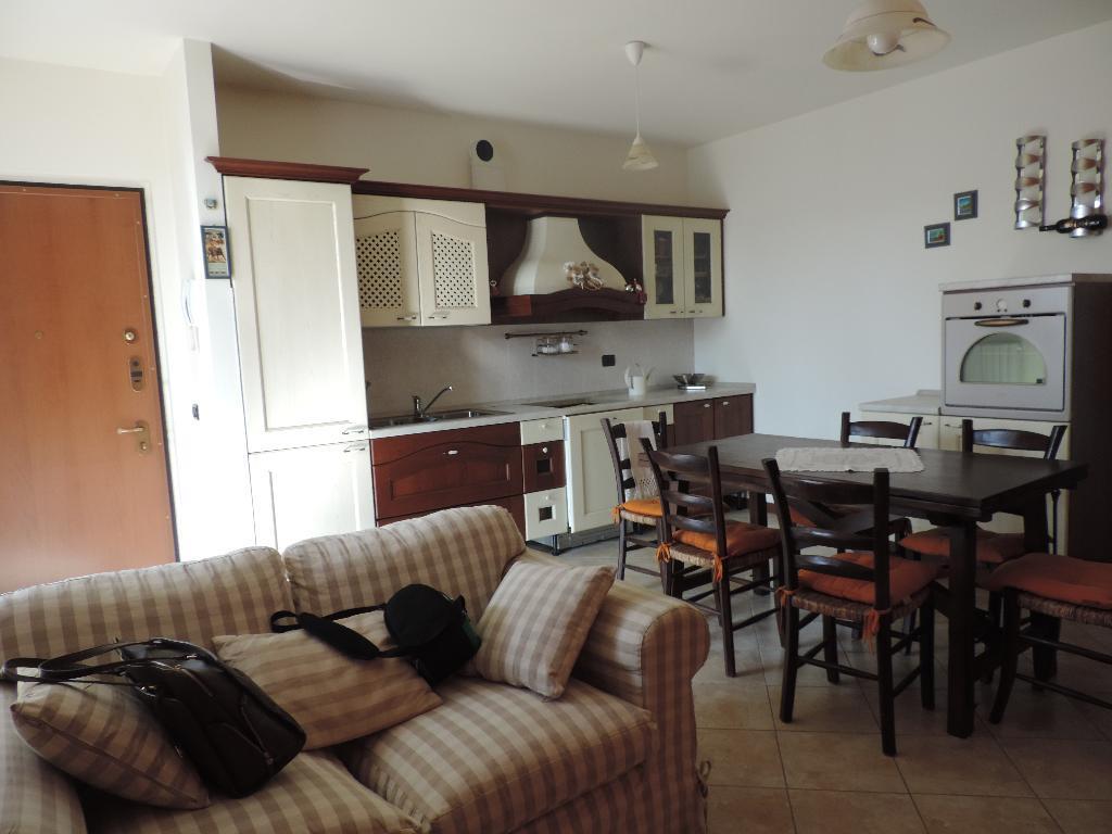 Appartamento in vendita a Caprino Bergamasco, 2 locali, prezzo € 98.000 | CambioCasa.it