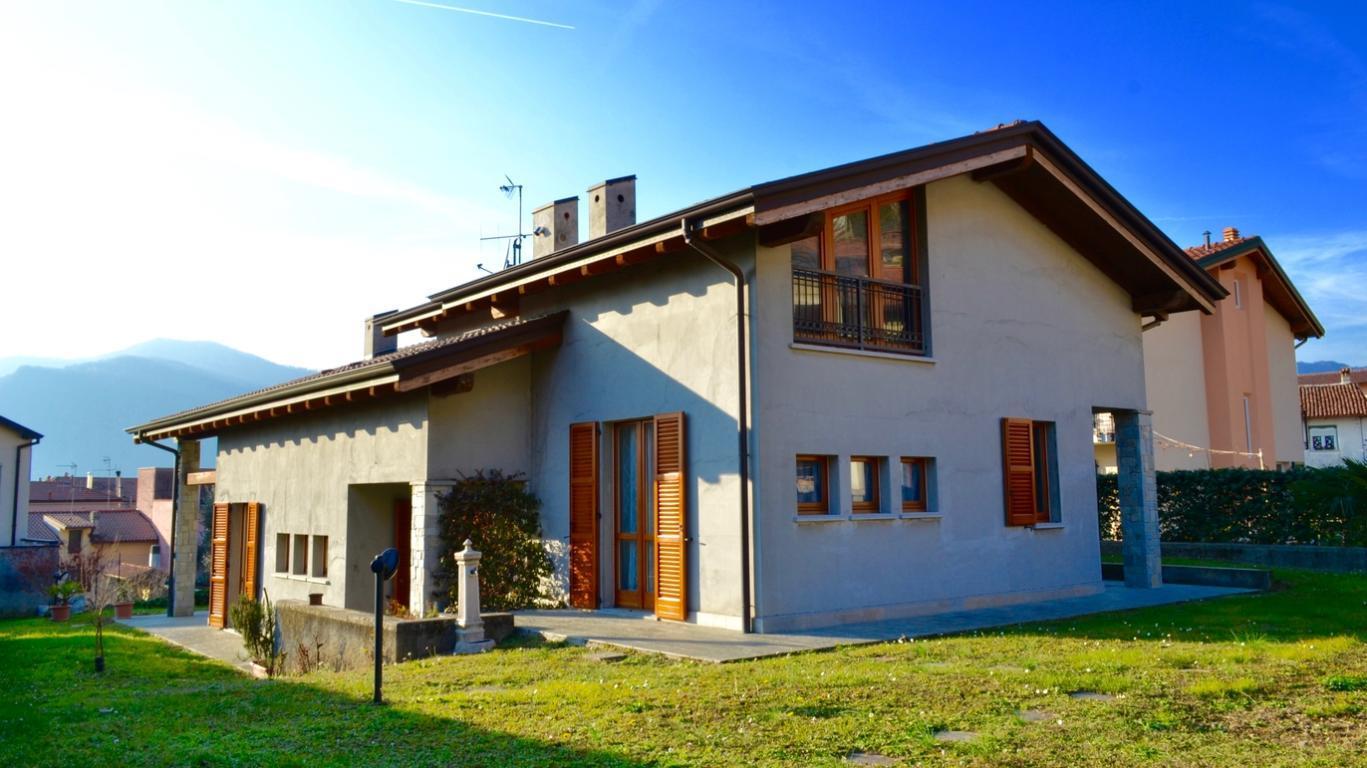 Villa in vendita a Calolziocorte, 5 locali, prezzo € 470.000 | Cambio Casa.it