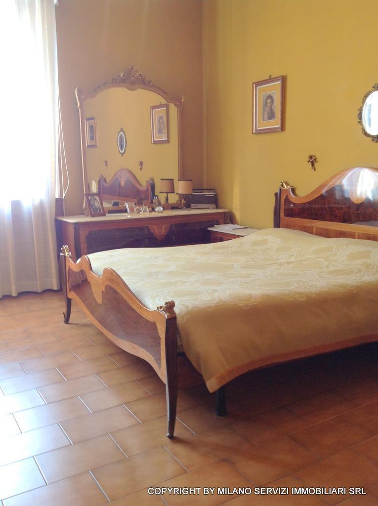 Bilocale Milano Via Guicciardi 6 8