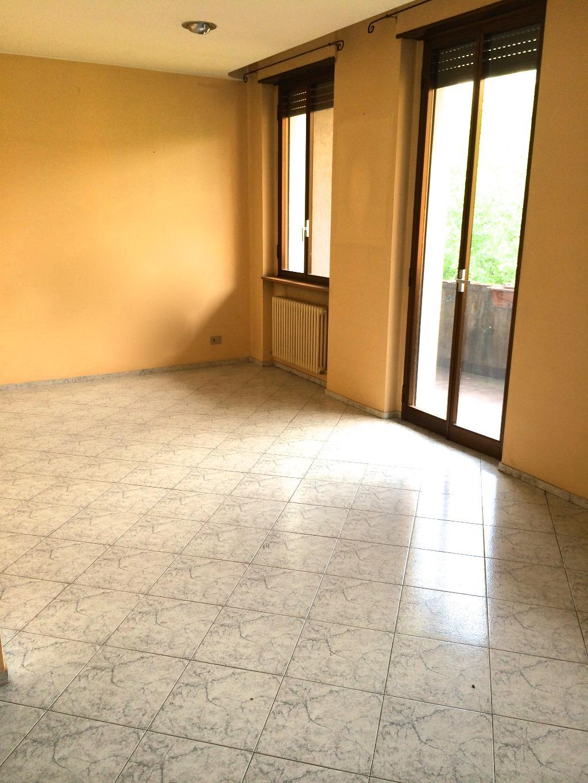 Appartamento in affitto a Merate, 3 locali, zona Località: centro, prezzo € 650 | Cambiocasa.it
