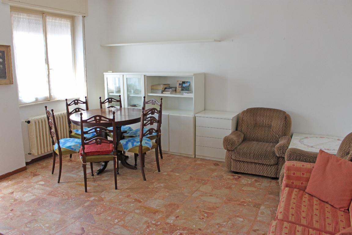Bilocale Mandello del Lario Via Oliveti 1