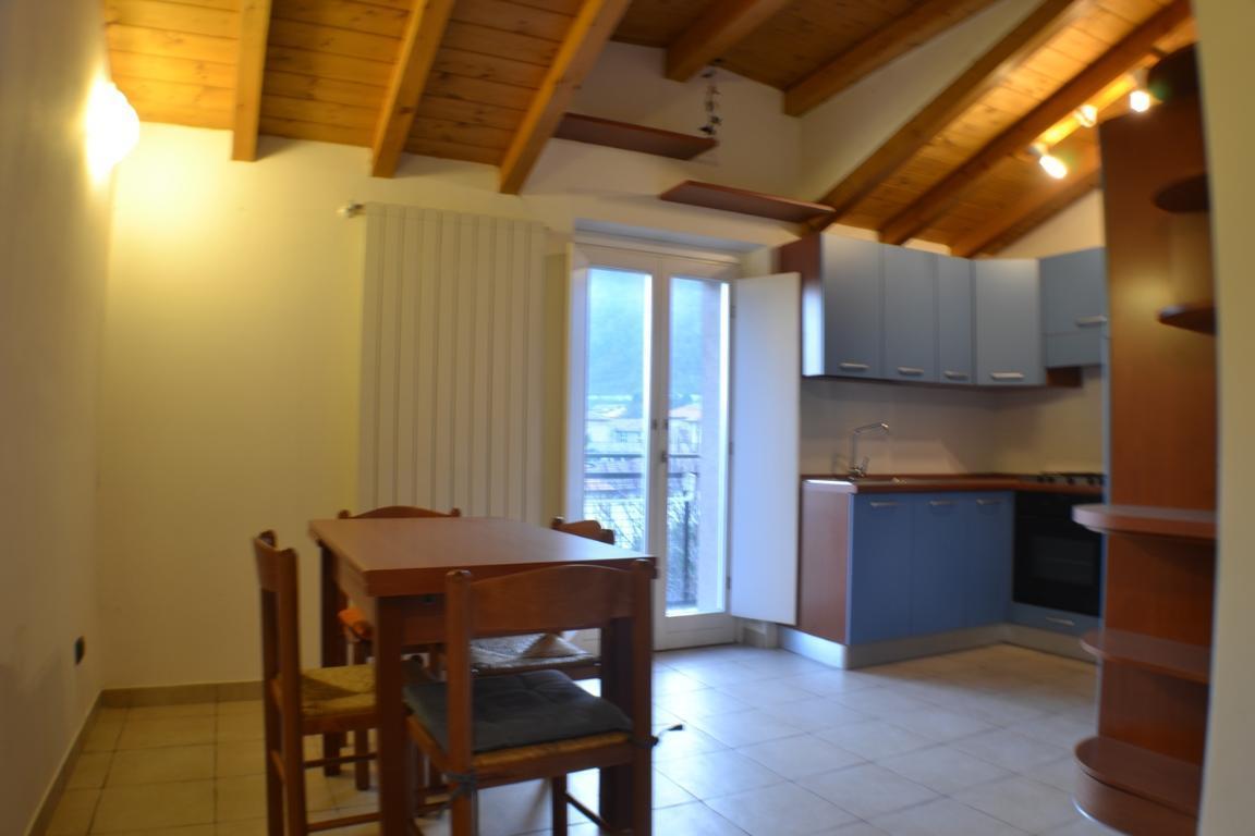 Appartamento in vendita a Airuno, 2 locali, zona Località: Centro, prezzo € 75.000 | Cambio Casa.it