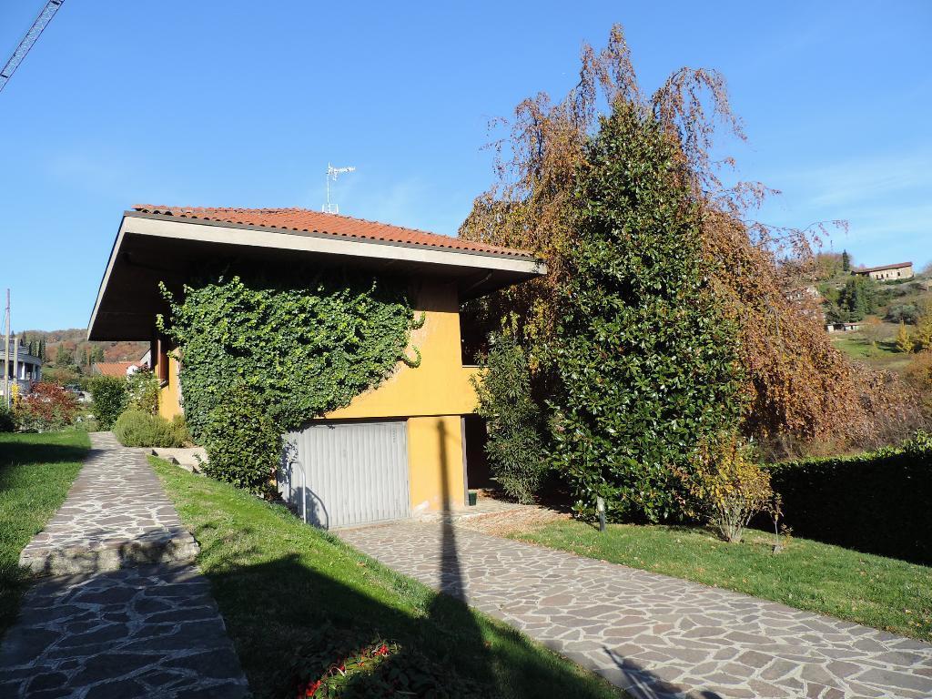 Villa in vendita a Pontida, 7 locali, prezzo € 329.000 | CambioCasa.it