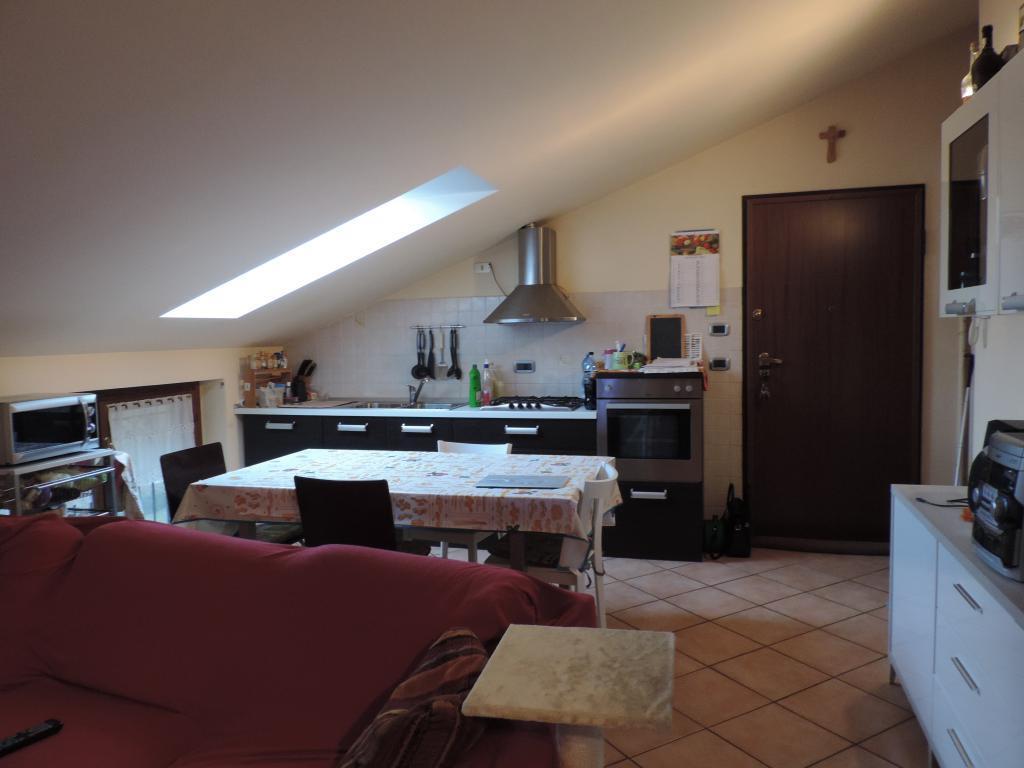 Appartamento in vendita a Paderno d'Adda, 3 locali, prezzo € 125.000   Cambio Casa.it