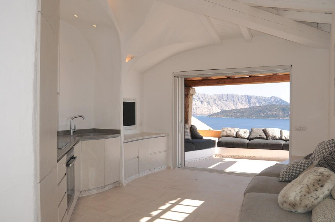 Appartamento in vendita a San Teodoro, 3 locali, prezzo € 450.000   Cambio Casa.it