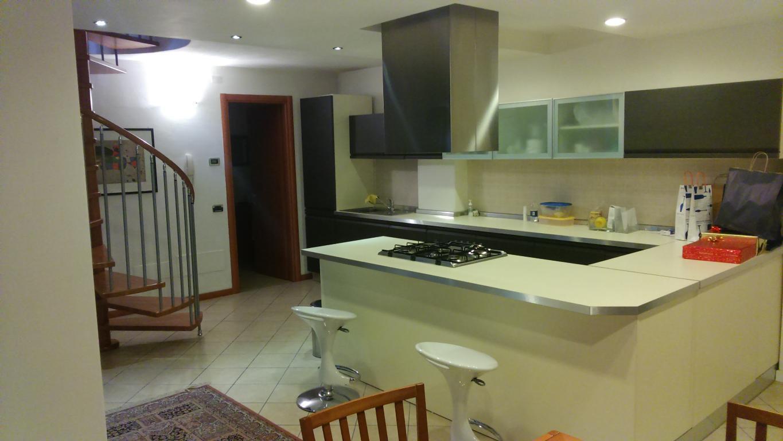 Appartamento in vendita a Besana in Brianza, 3 locali, zona Località: Frazione, prezzo € 219.000 | CambioCasa.it