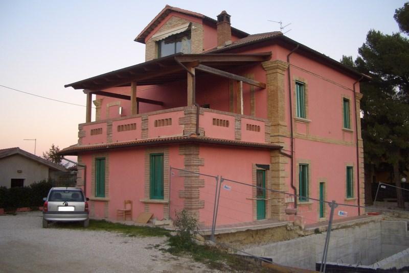 Vendesi due case indipendenti ad Ascoli Piceno
