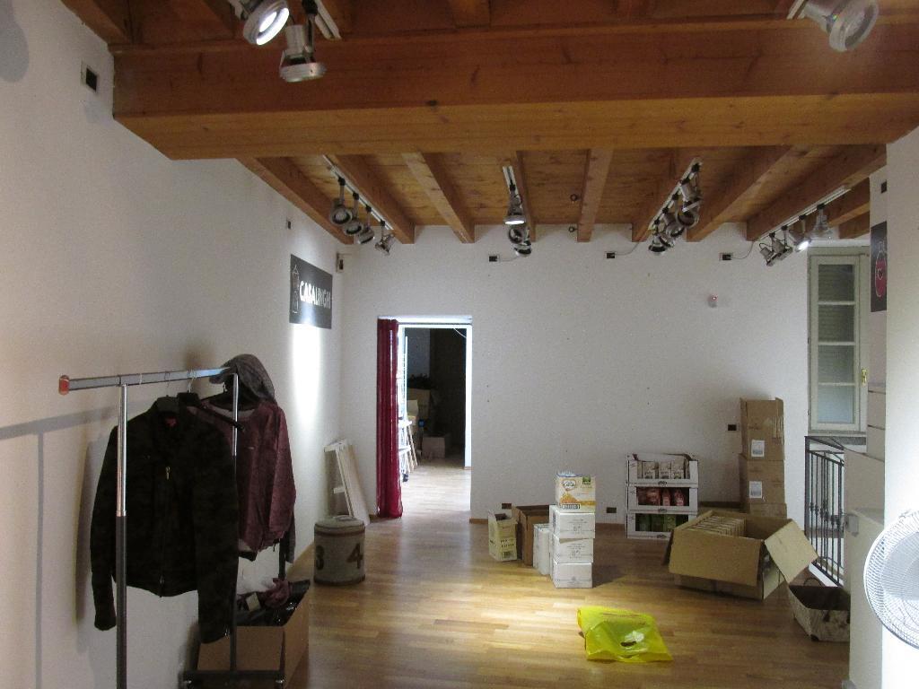 Negozio / Locale in affitto a Como, 4 locali, zona Località: Borghi, prezzo € 4.167 | Cambio Casa.it