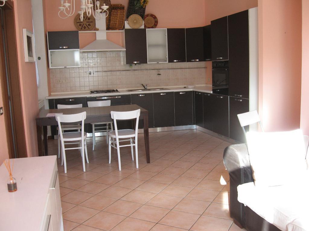 Appartamento in affitto a Brivio, 3 locali, zona Località: centro, prezzo € 550 | CambioCasa.it
