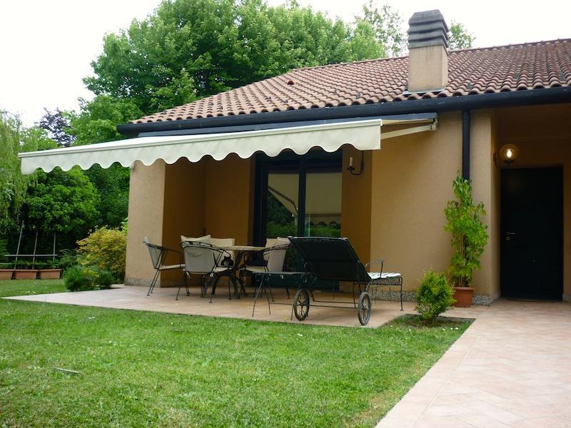 Villa in vendita a Monza, 4 locali, zona Località: Lesmo Green, prezzo € 395.000 | Cambiocasa.it
