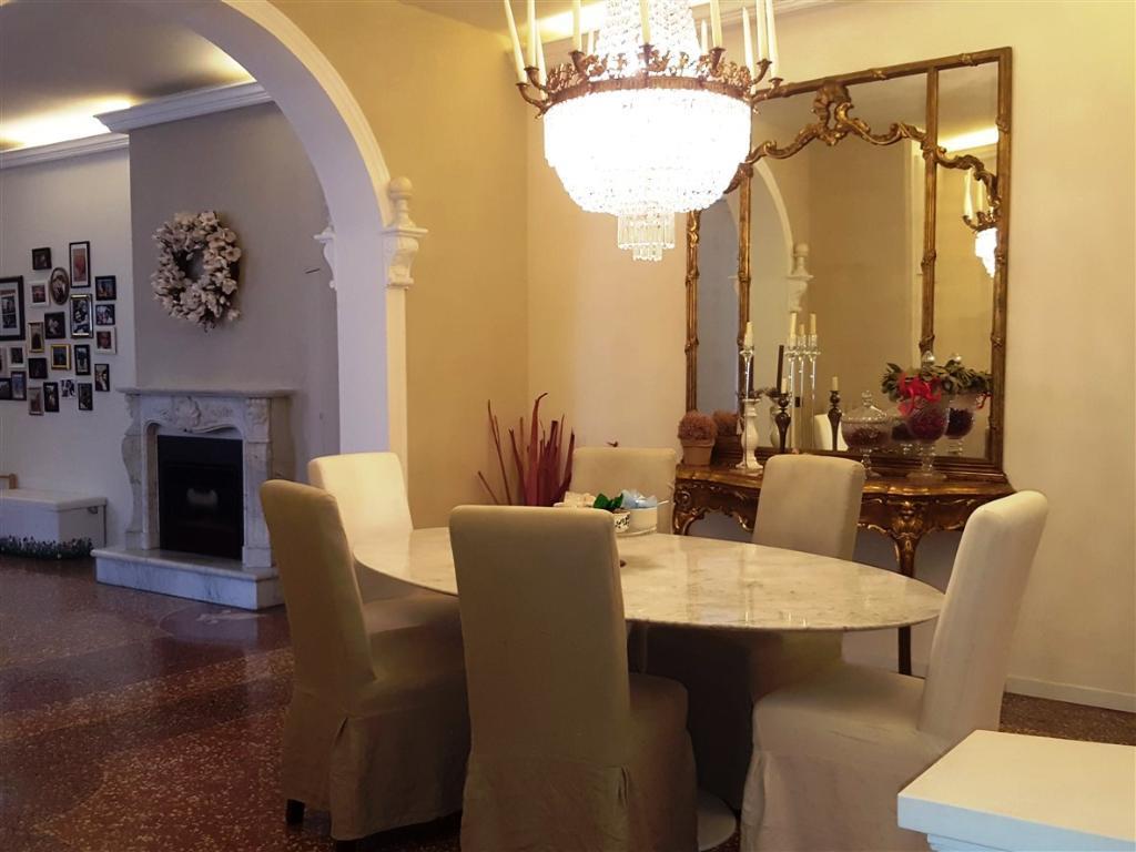 Appartamento in vendita a Castel Bolognese, 4 locali, zona Località: CENTRO STORICO, prezzo € 279.000 | CambioCasa.it