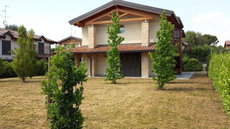 Villa in vendita a Correzzana, 6 locali, prezzo € 595.000 | Cambio Casa.it