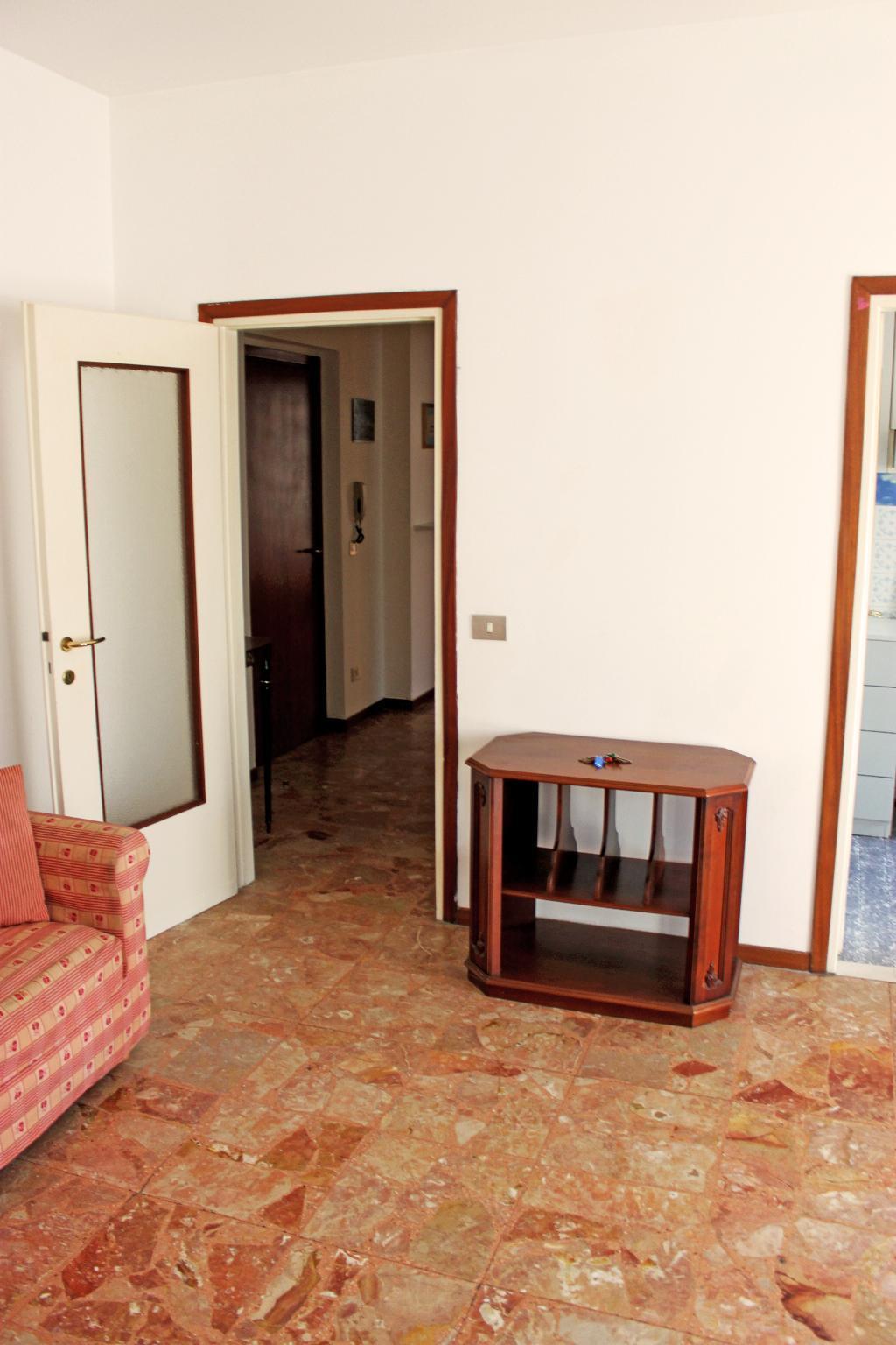 Bilocale Mandello del Lario Via Oliveti 2