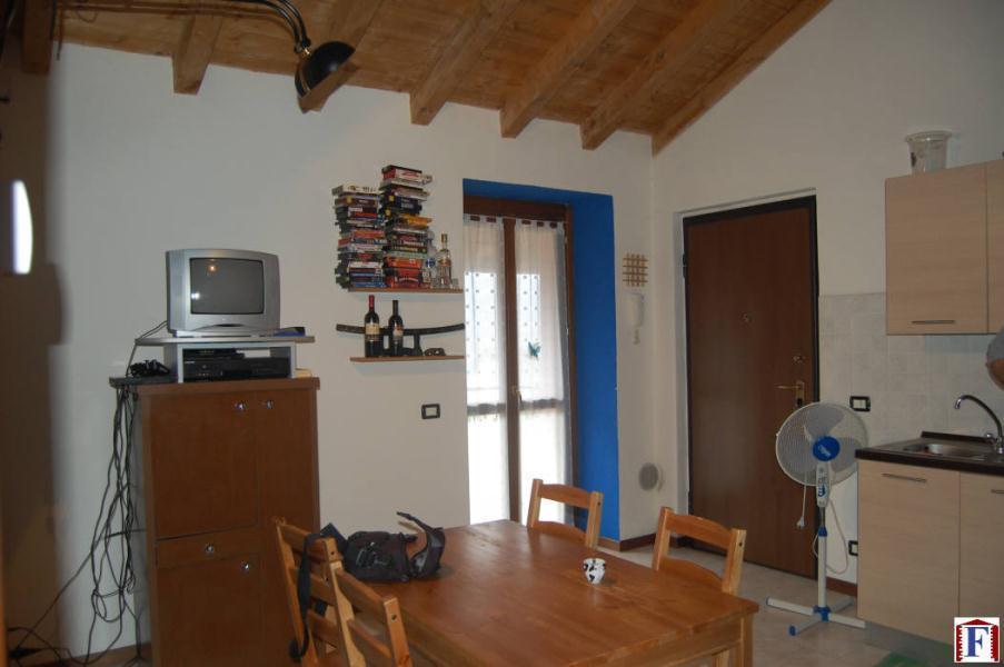 Appartamento in affitto a Pontida, 2 locali, zona Località: valletto, prezzo € 380 | Cambio Casa.it