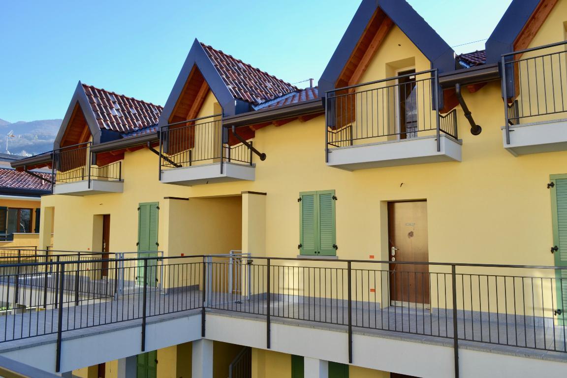 Appartamento in vendita a Calolziocorte, 4 locali, zona Località: centro, prezzo € 195.000 | Cambio Casa.it