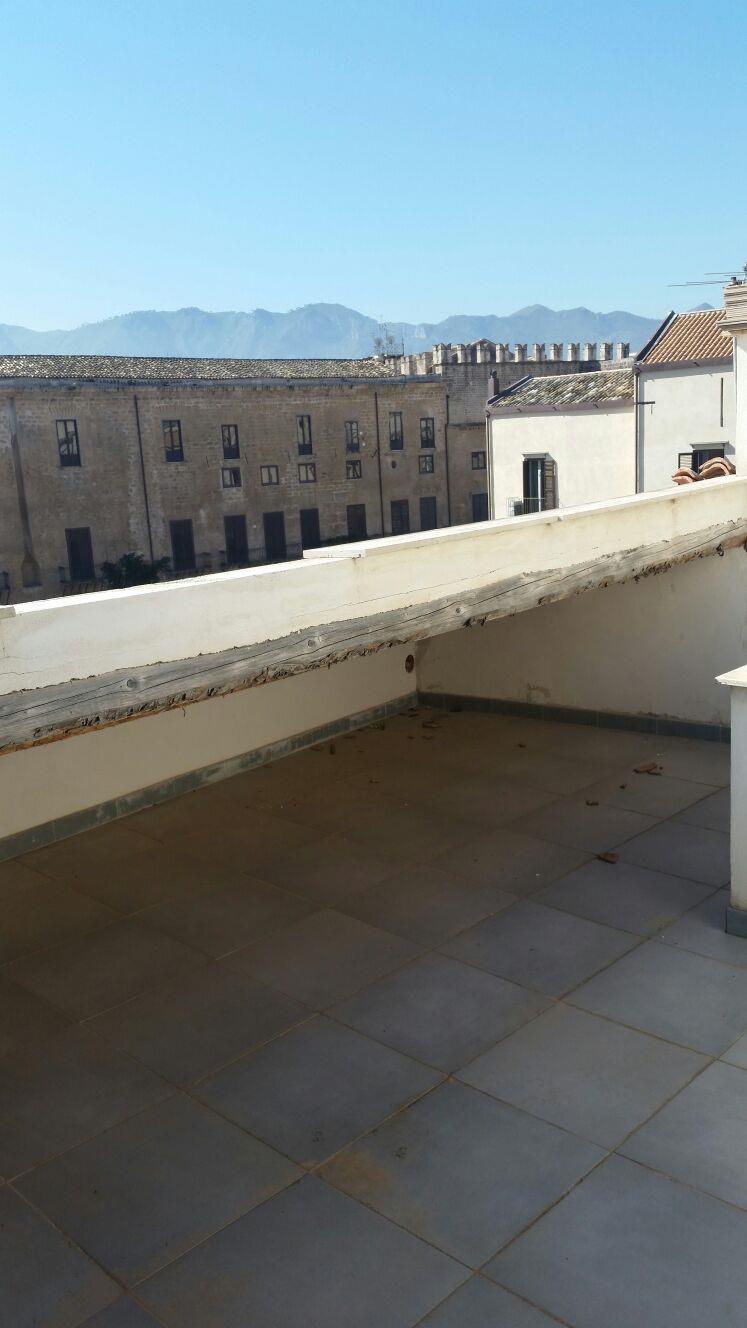 Bilocale Palermo Via Schiavuzzo 10