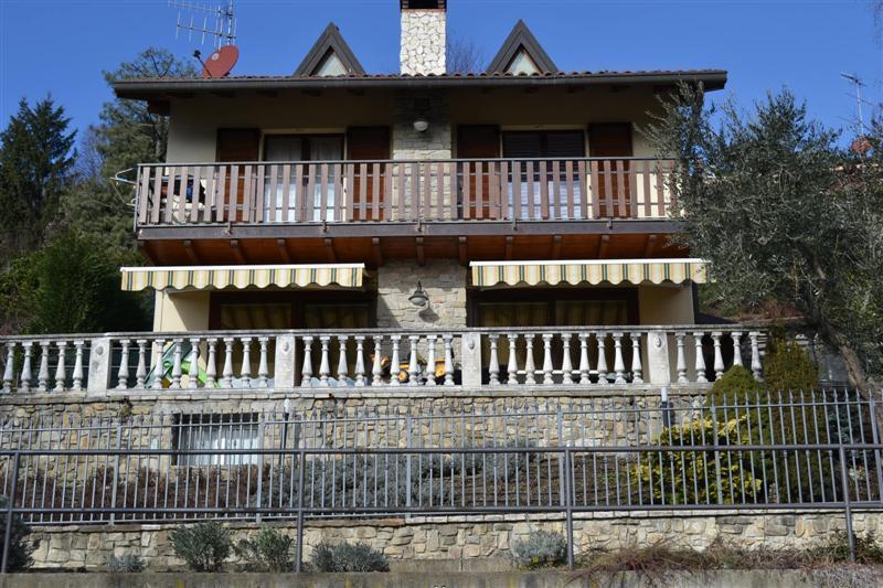 Villa in vendita a Pontida, 5 locali, zona Località: La  Riviera, Trattative riservate | Cambio Casa.it