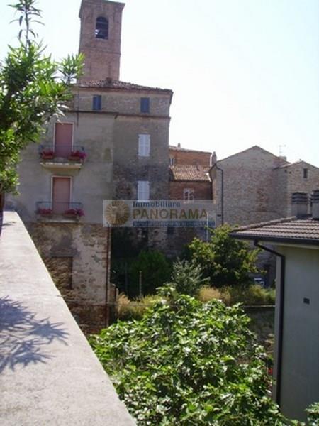 Vendesi palazzo a Massignano