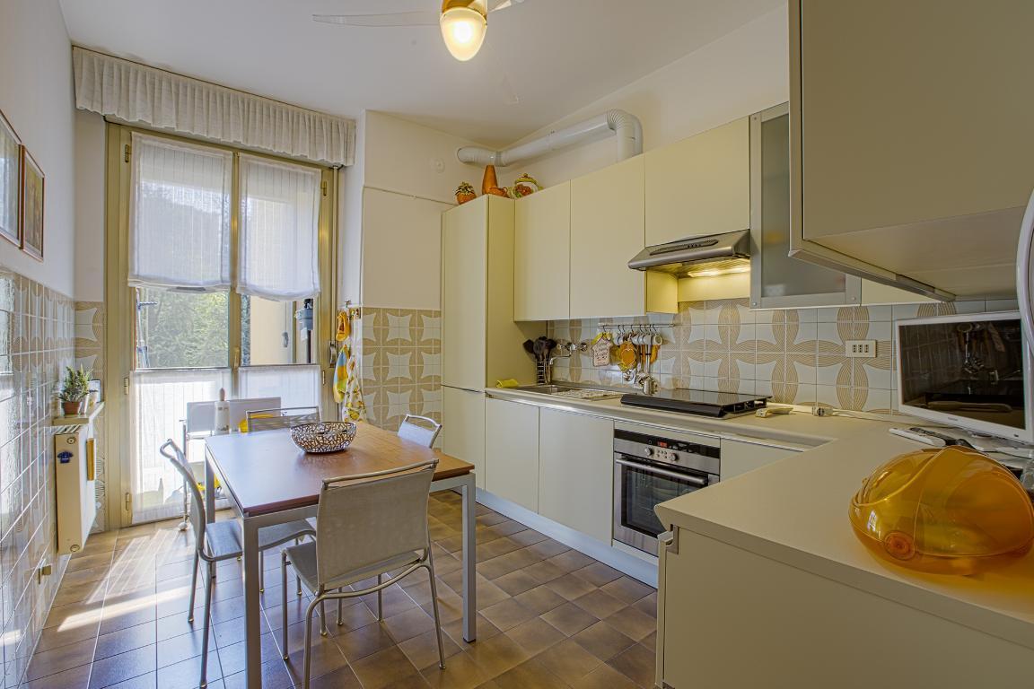 Appartamento in Vendita a San Donato Milanese: 4 locali, 138 mq