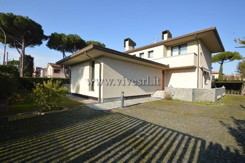 Villa in Vendita a Pietrasanta: 5 locali, 476 mq