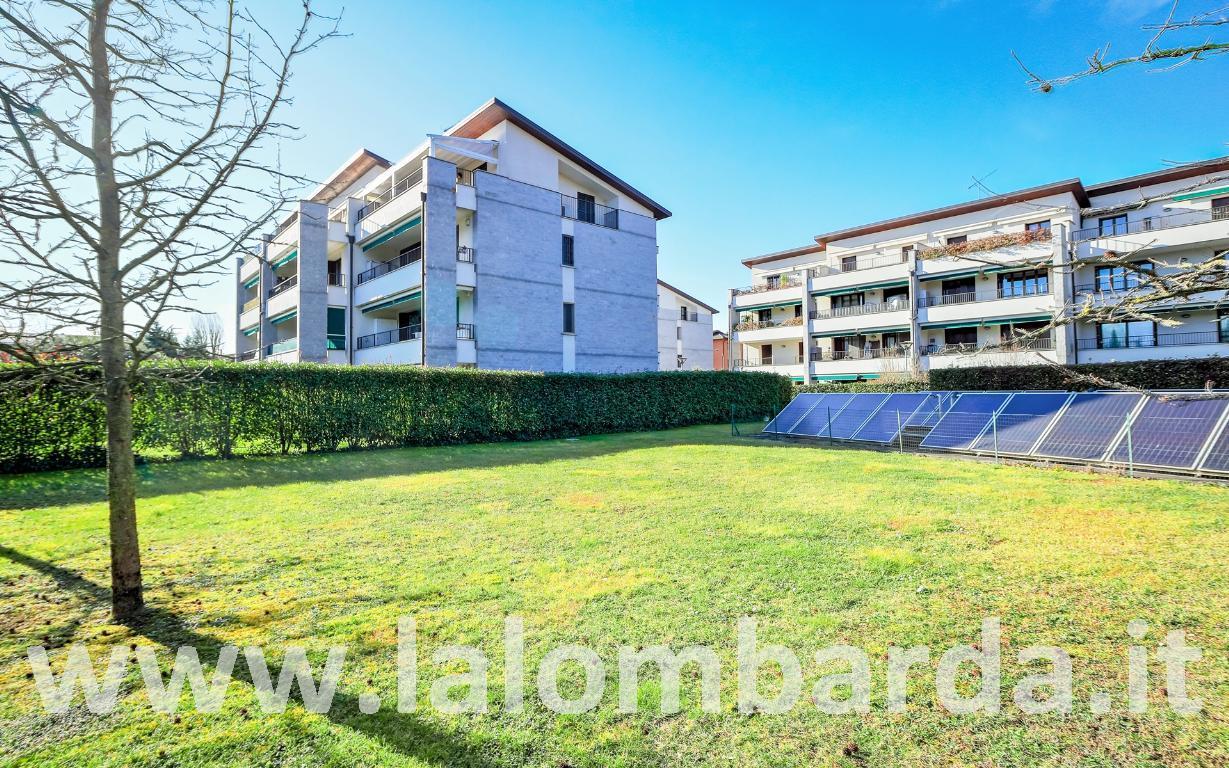 Appartamento in Vendita a Lesmo: 3 locali, 98 mq