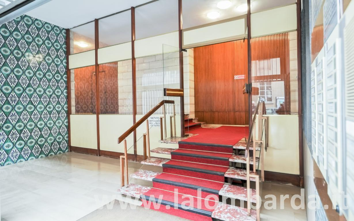 Ufficio-studio in Vendita a Monza: 5 locali, 199 mq