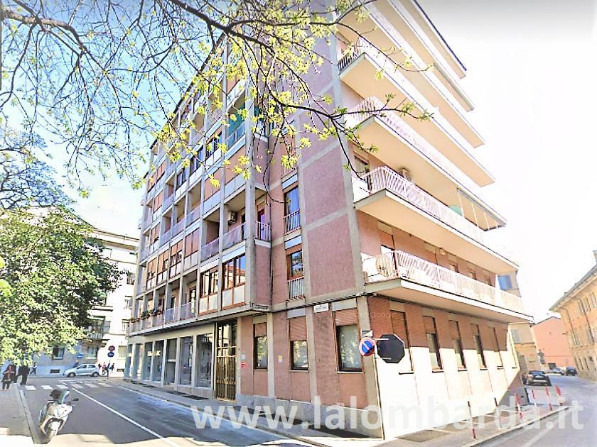 Ufficio-studio in Affitto a Monza: 5 locali, 100 mq