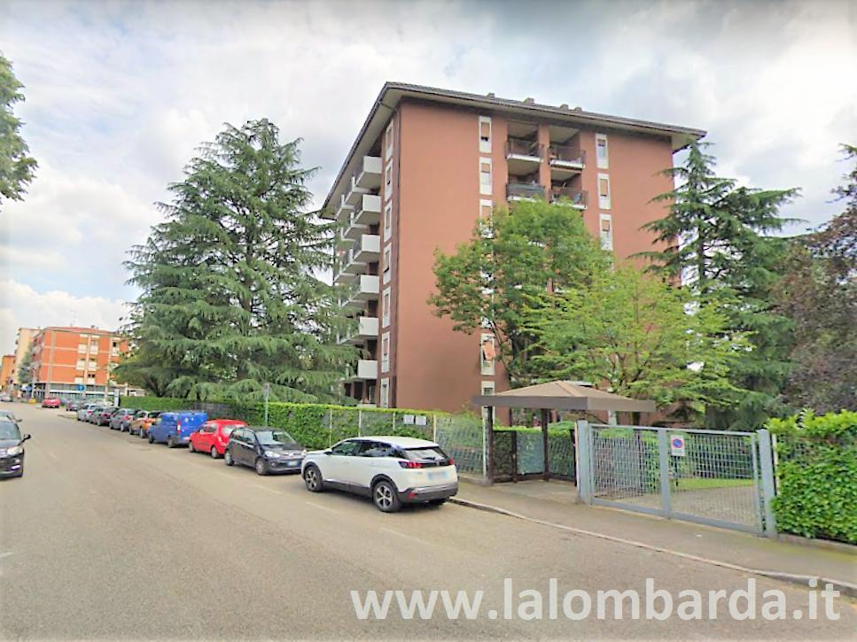 Ufficio-studio in Affitto a Monza: 2 locali, 227 mq