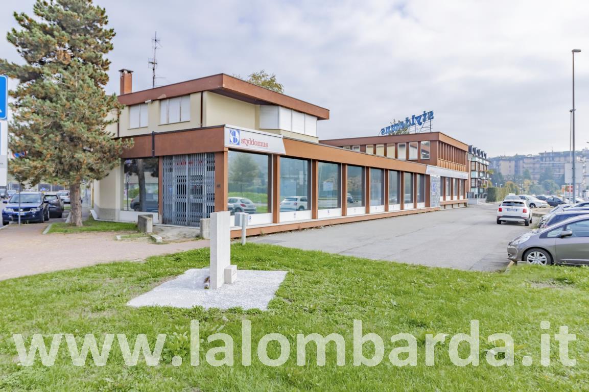 Negozio-locale in Vendita a Monza: 5 locali, 4040 mq