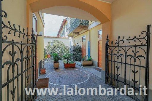 Appartamento in Vendita a Monza: 3 locali, 210 mq