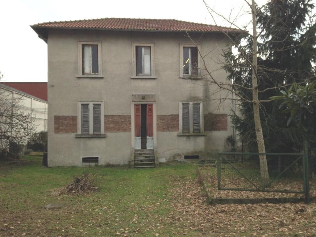 Villa in Vendita a Monza: 5 locali, 192 mq