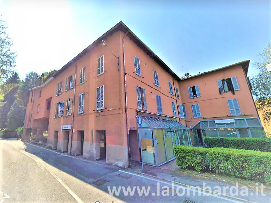 Negozio-locale in Vendita a Como: 3 locali, 120 mq